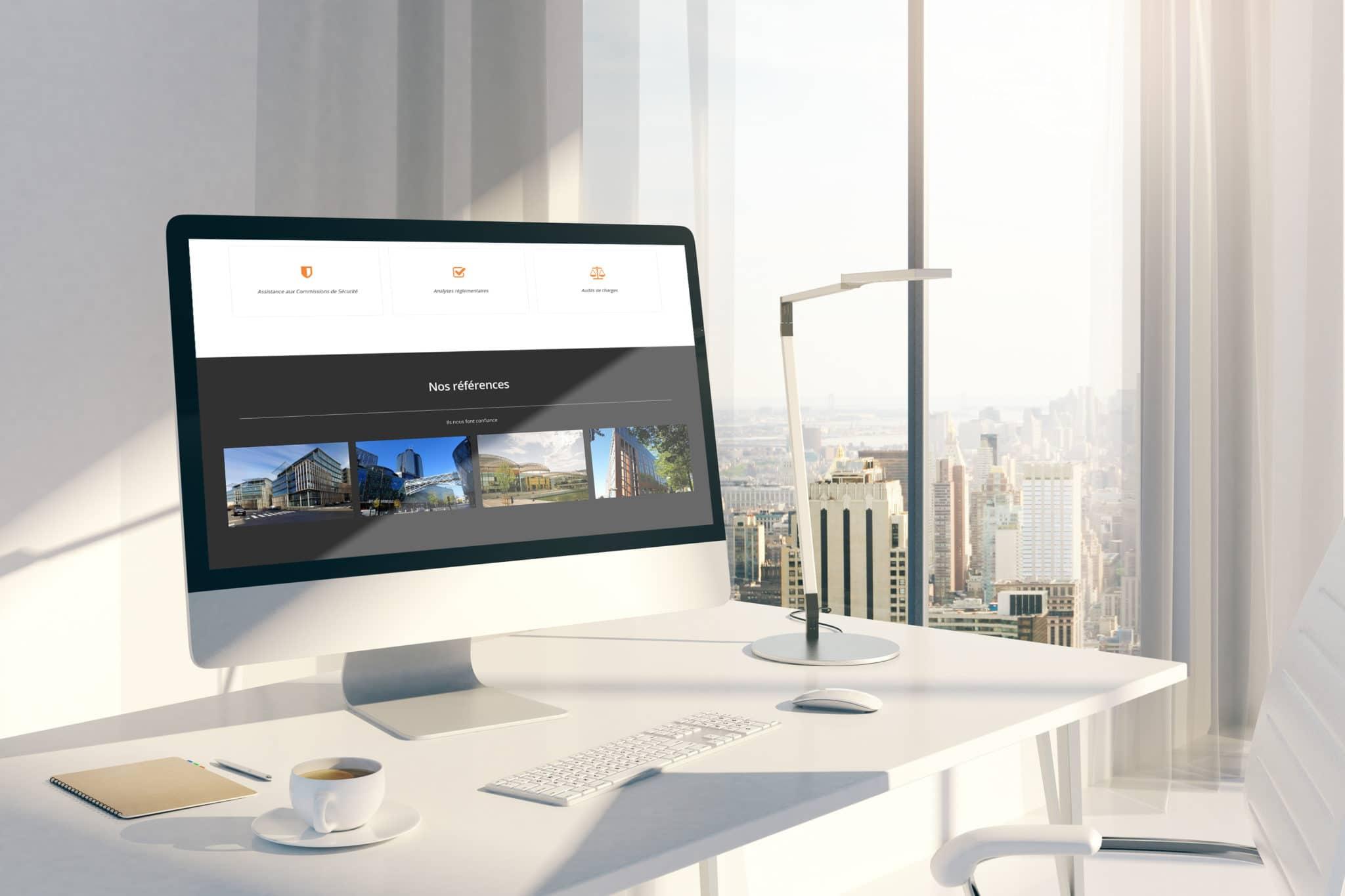image de mise en situation du site web dans un écran d'ordinateur