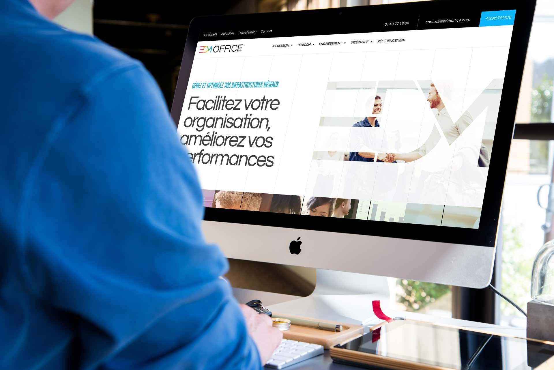 image de mise en situation du site web d'EDM dans un écran d'ordinateur