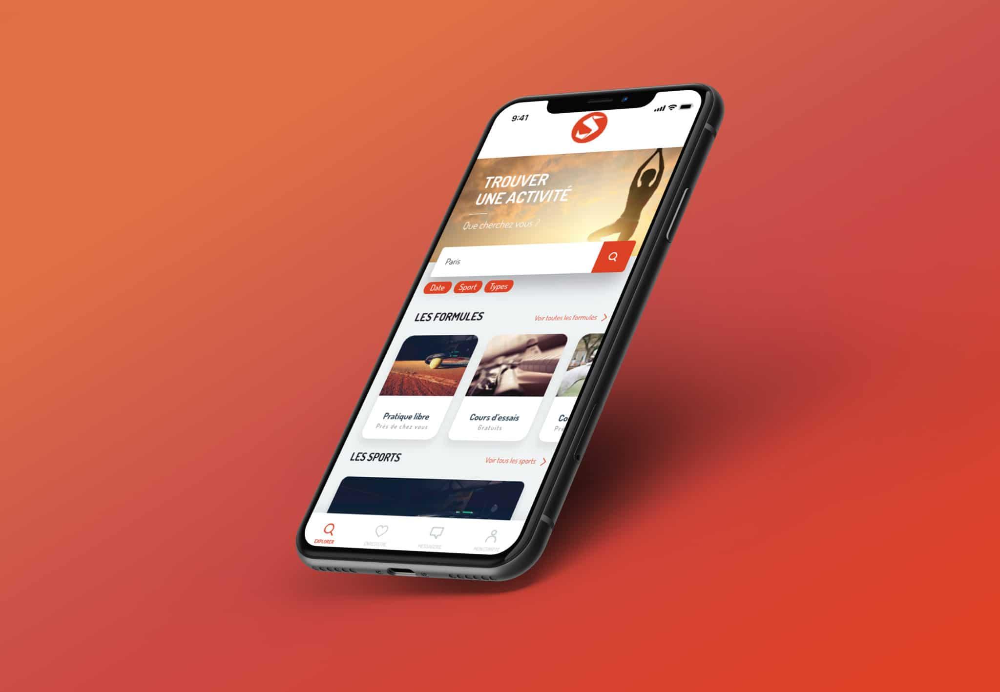 Mise en situation de l'écran d'accueil de l'appli OUICSPORT dans un téléphone