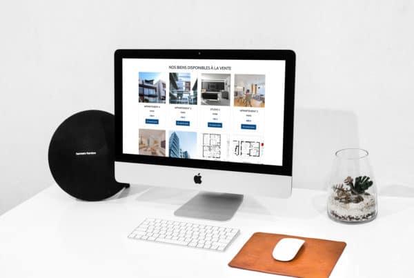 Mise en situation des biens immobiliers à vendre dans un écran d'ordinateur